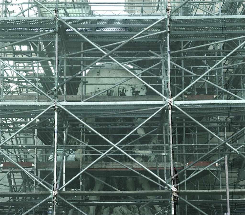 Restauration der Symbolfigur Atlas am Frankfurter Hauptbahnhof
