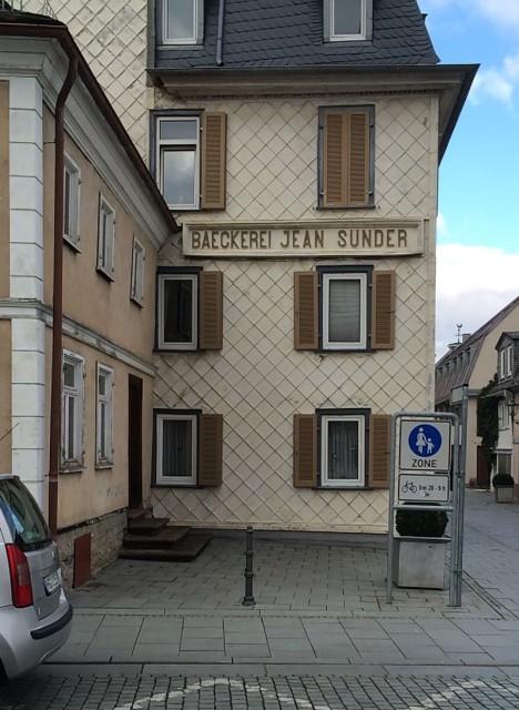 Beim Sünder nascht man gesünder: In Bad Homburg wird mit dem Kauf der Süßware das gute Gewissen mitgeliefert